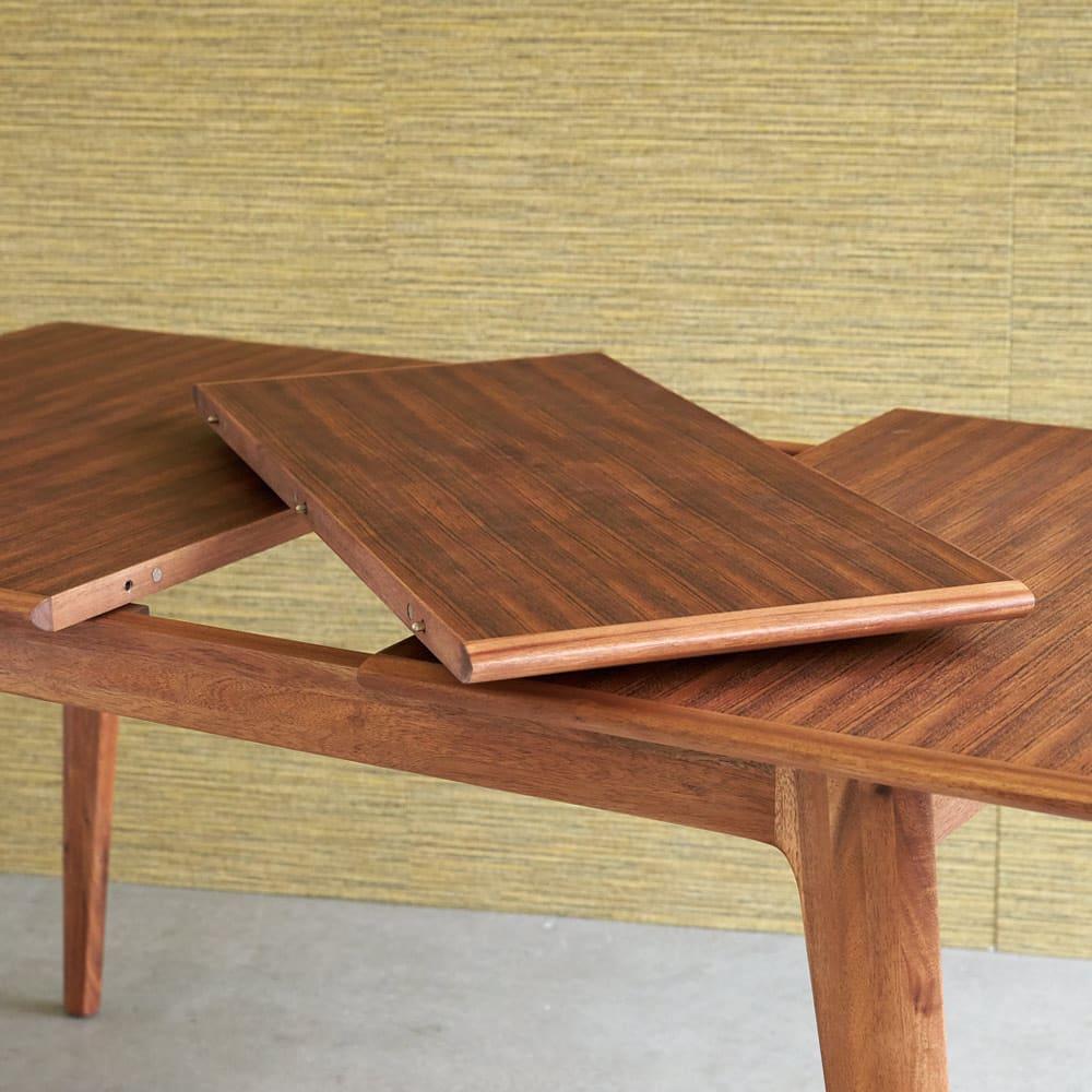 EDDA/エッダ 北欧スタイル 伸長式ダイニングテーブル 幅135~170cm 天板を左右に伸長し天板下に収納されている伸長版を設置すれば簡単にワイドサイズになります。