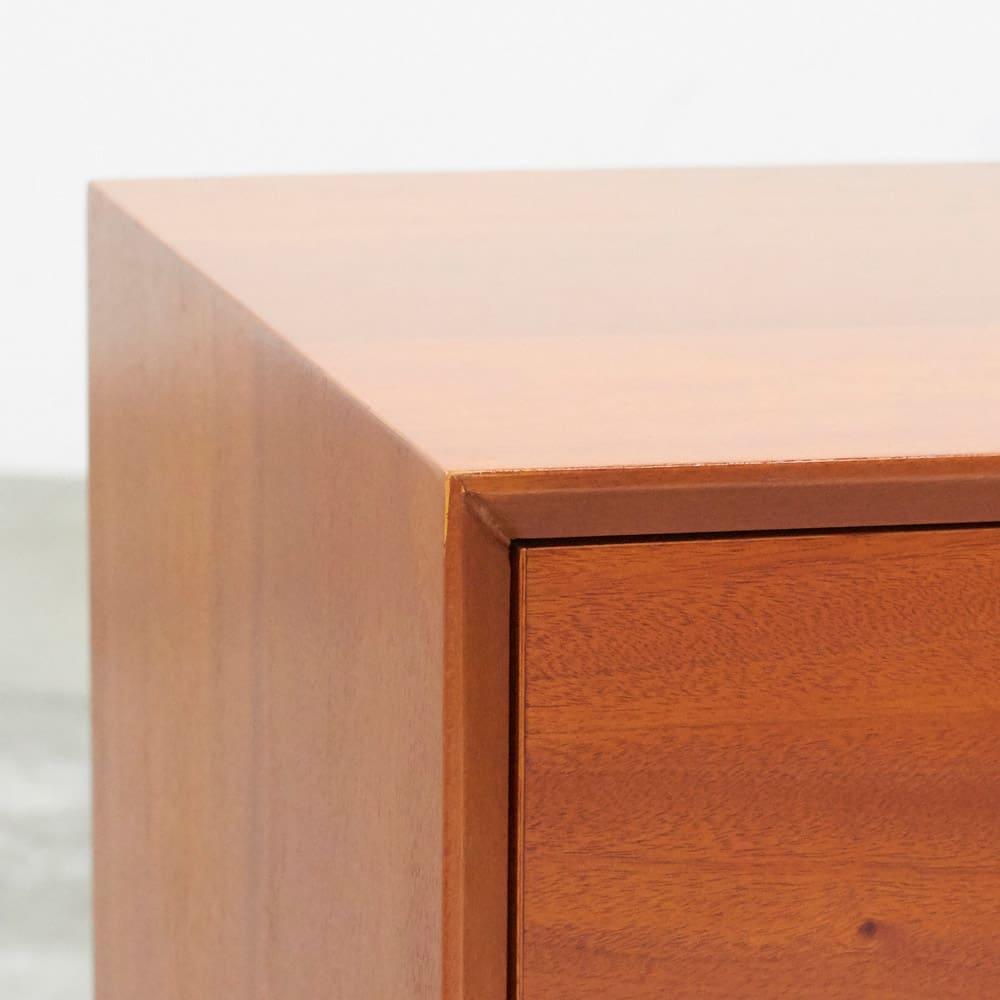 北欧ヴィンテージ風Vカットデザイン テレビボード・テレビ台 幅150cm デザインの特長のひとつ、V字カット合わせのコーナー部。