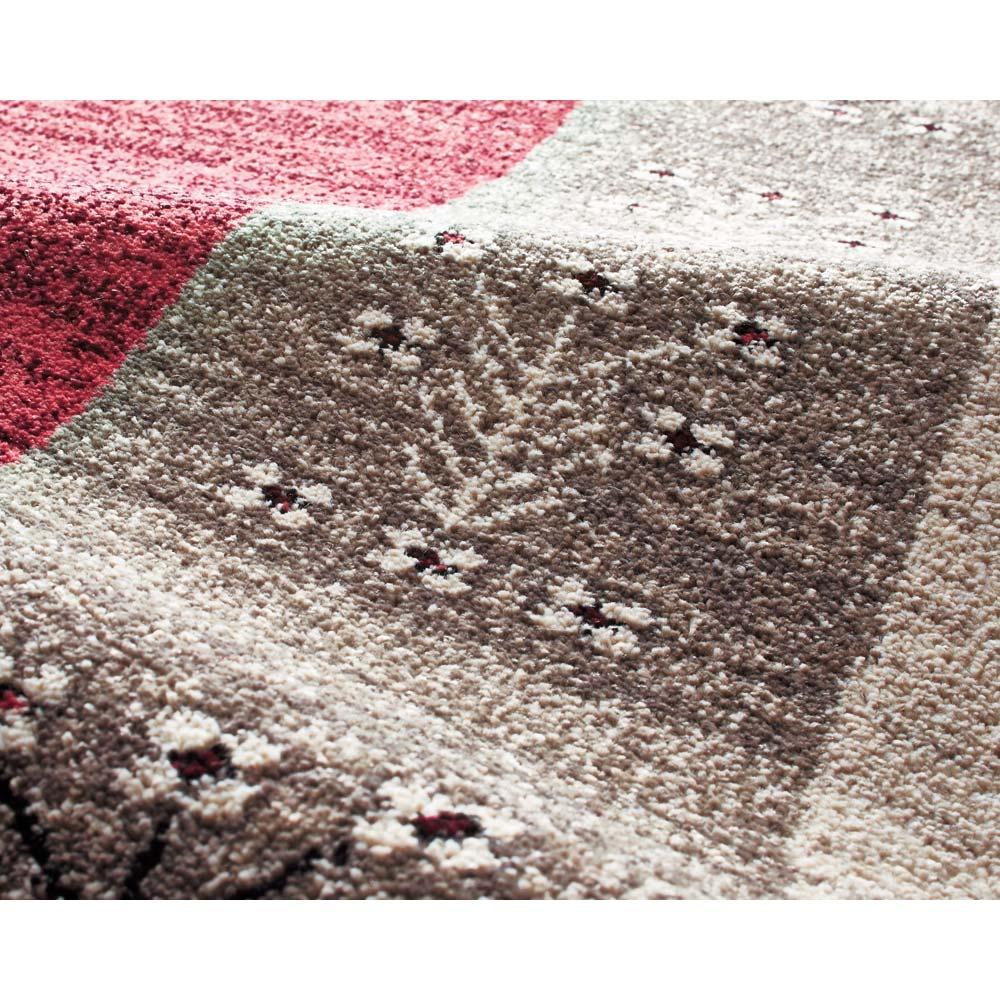 ベルギー製Vokko/ヴォッコ ウィルトン織マット [素材アップ](イ)ルビーレッド  手織りのニュアンスと色使いが調和した一枚です。
