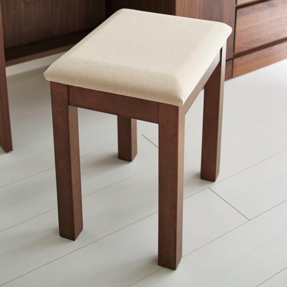 天然木 スライドワードローブ ドレッサー(椅子付き) ドレッサーのスツールは座り心地ふっくら。
