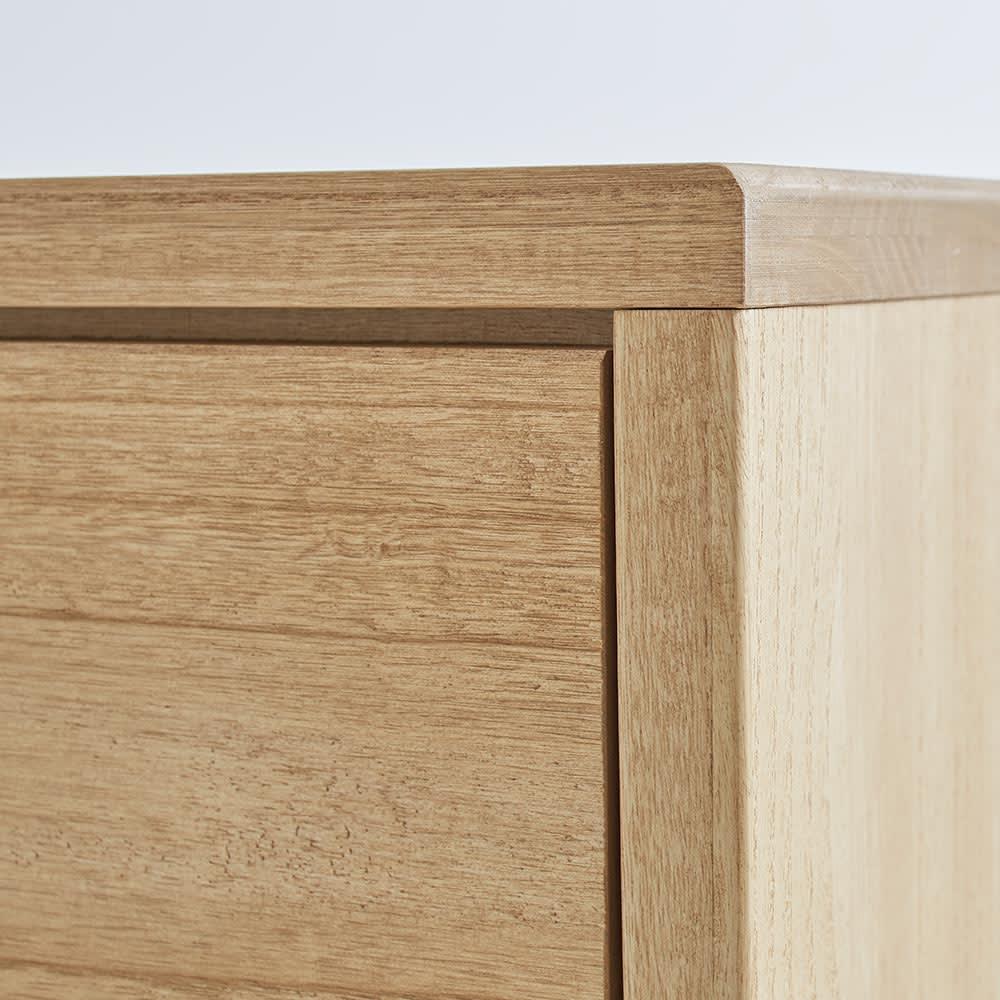 Sarasa/サラサ桐チェスト 幅75cm・4段(高さ115cm) はっきりと木目を見せる塗装で、木の素材感をより際立たせています。