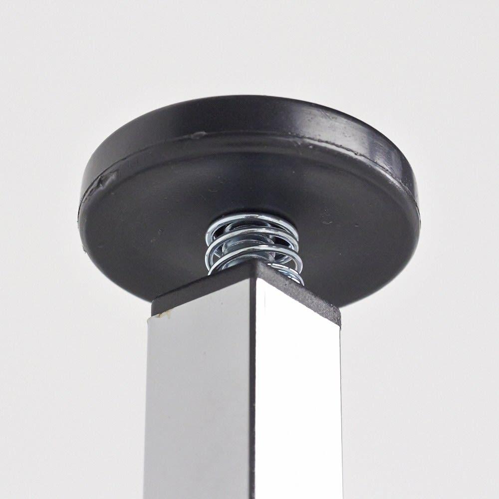 Shinevarie(シャインバリエ) クローゼットシリーズ クローゼットダブル 幅150cm~250cm 突っ張り部分のアップ。天井にやさしく突っ張り、安定して設置できます。