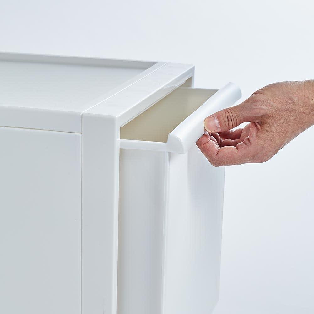 Carre/カレ ホワイトシステム衣類収納 シンプルなデザインにこだわり、手掛けもミニマルなデザインです。