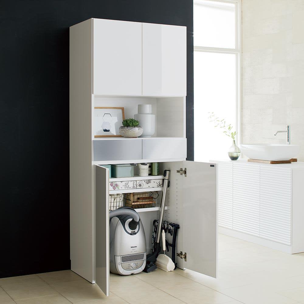 Maryam/マリアム ハウスキーピング 段違い棚収納庫 幅75 (ア)ホワイト サニタリー用品のストックやヘアケア用品、掃除機までこれ一台にまとめて収納。