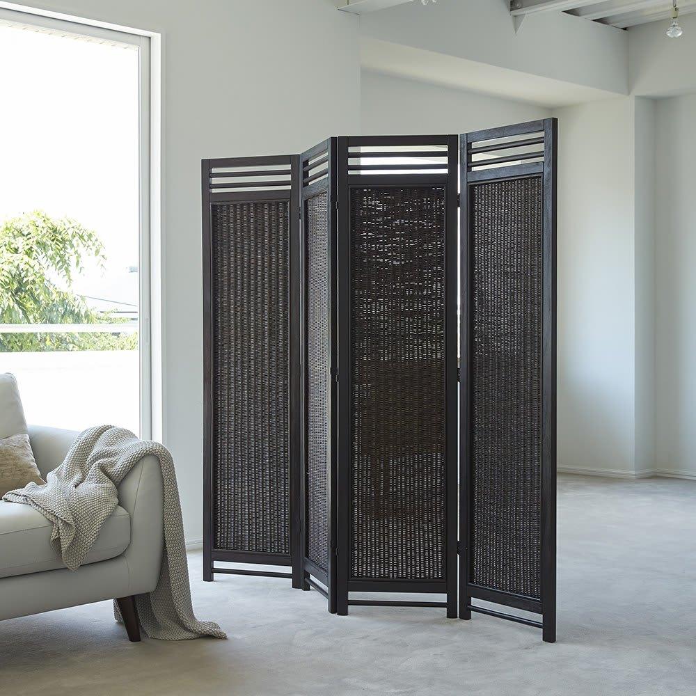Spesso/スペッソ 折り畳みパーテーション 4連 高さ160cm 和にも洋にも、カジュアルにもシックにも決まるプレーンなデザインと、優しく光を通すラタンの編み目が魅力。