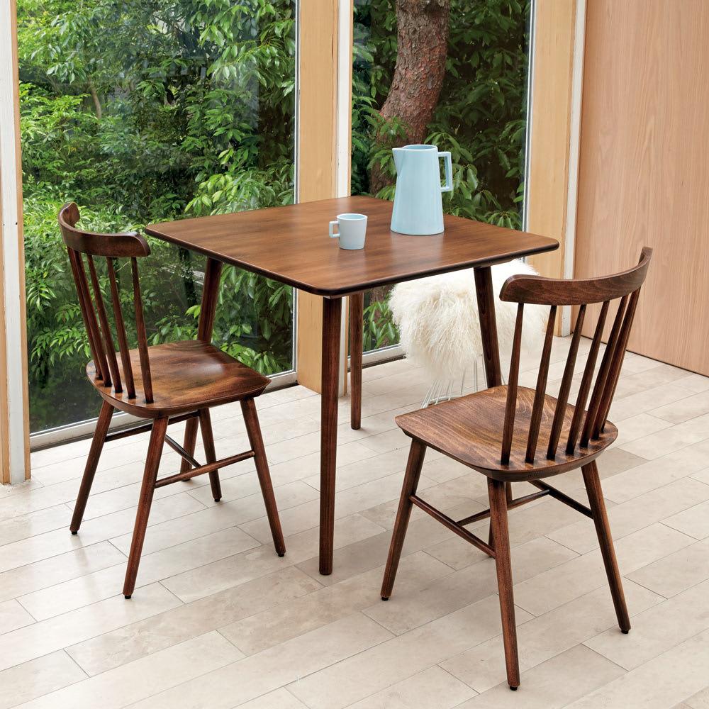 アンティーク風テーパーダイニングテーブル 正方形テーブル幅80cm×80cm[チェコTON社製] [コーディネート例]※お届けはダイニングテーブル 正方形タイプです。