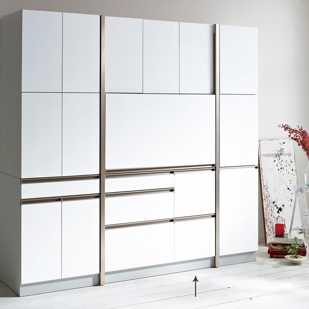 Maquina/マキナ ダイニングボード・キッチンボード 幅107cm ホワイト スライド扉を下してしまえば、すっきりとした壁面収納のような印象に。