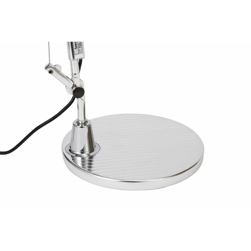 デスクライト TOLOMEO Mini TAVOLO LED/トロメオ ミニ タボロ LED[Artemide・アルテミデ/デザイン:ミケーレ・デ・ルッキ] 台座はシンプルな形状ながら、しっかりとした重みで長いアームをしっかりと支えてくれます。