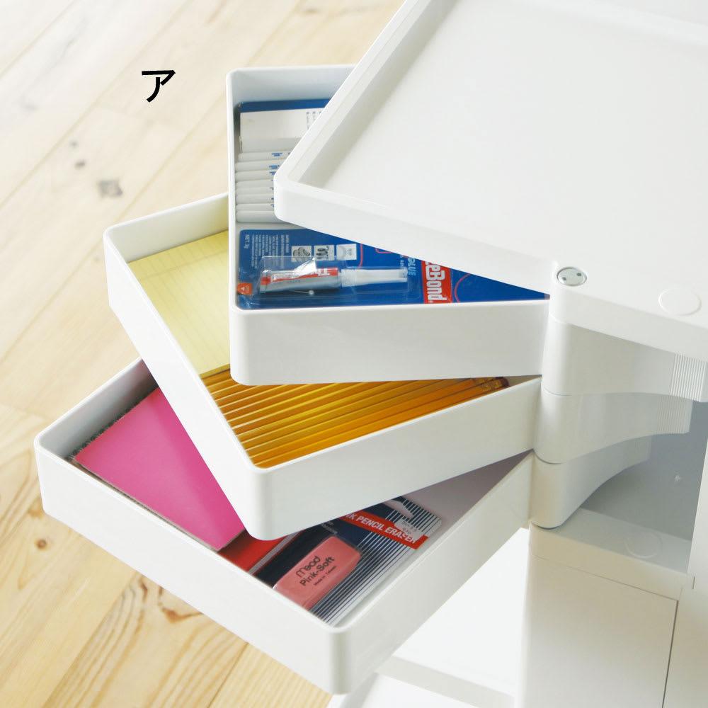 Boby Wagon/ボビーワゴン ホワイト・ブラックタイプ[B-LINE・ビーライン/デザイン:ジョエ・コロンボ] 引出トレイは回転式。浅い収納で細々したカトラリーや文房具類の収納にお勧めです。