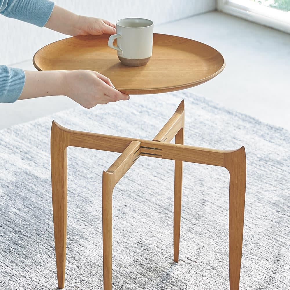TRAY TABLE/トレイ テーブル ラージ[Fritz Hansen・フリッツ・ハンセン] 天板はサッと外してトレイとして使用可能。脚部が折りたためるので省スペースに収納できます。(※写真はスモールタイプ)