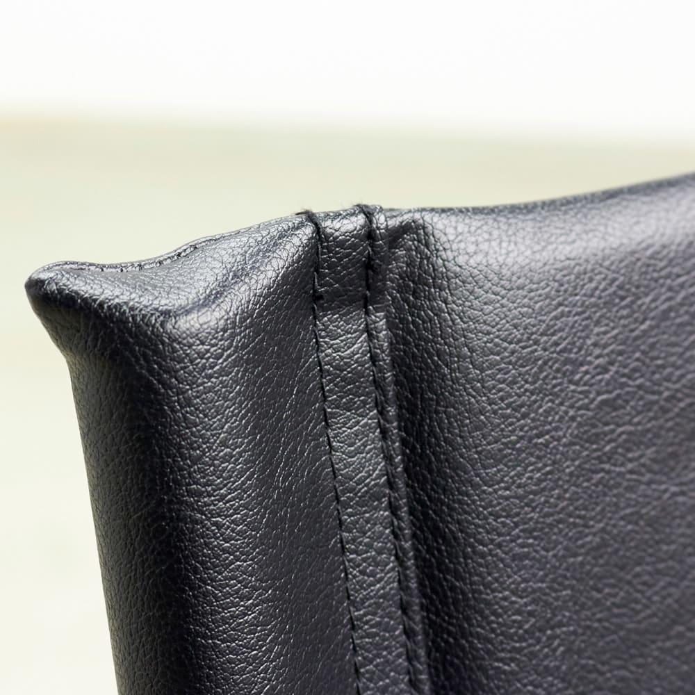 当店限定モデル Captain103/キャプテンチェア 人工皮革メッキフレーム[innovator・イノベーター] 張地をはしっかりと縫い留められ優しく体を支えます。