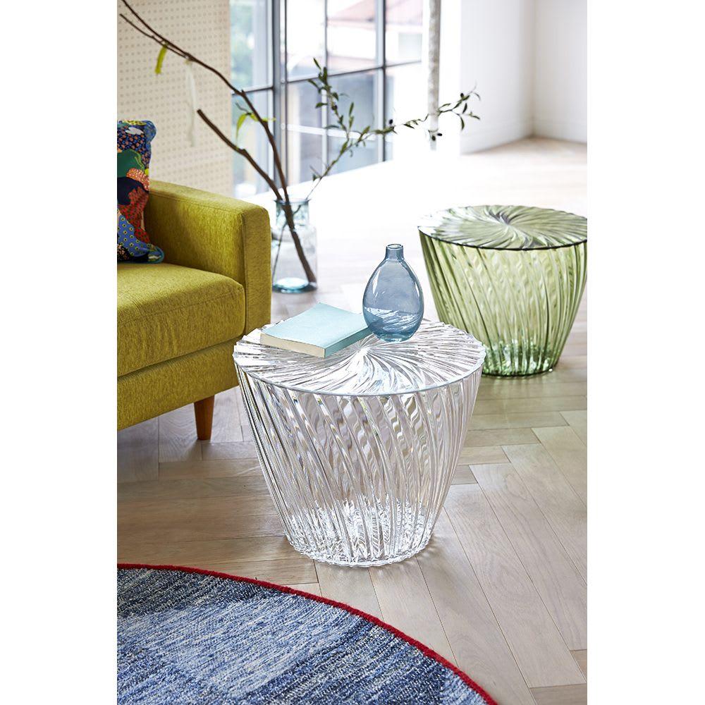 Sparkle/スパークル サイドテーブル [Kartell/カルテル デザイン:吉岡徳仁] ソファ横だけでなく、ベッドサイドや子供部屋などにも。ちょっと置きたいモノをおいて、おしゃれに便利に。