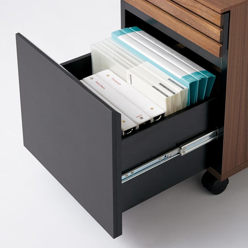 Alus Style/アルススタイル コンパクトホームオフィス サイドワゴン 幅42.5cm 引き出し最下段は、A4ファイルが収納できます。背表紙が見えるので探し物も簡単です。