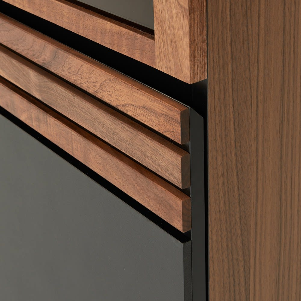 Alus Style/アルススタイル コンパクトホームオフィス ブックシェルフ幅80cm 扉の手掛け部分は斜めにカットされ、手をかけやすいように設計しました。