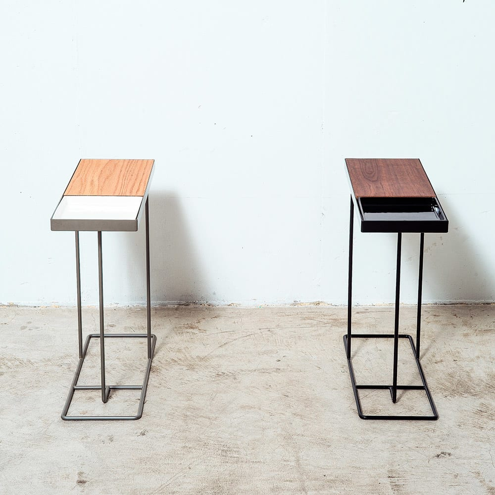 コンパニオン サイドテーブル 左:(ウ)シルバーフレーム×ホワイト 右:(イ)ブラックフレーム×ブラック