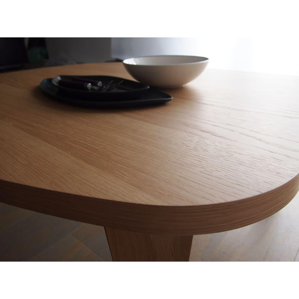 折れ脚コミュニケーションローテーブル 幅100cm テーブル天板には水・汚れに強いウレタン塗装を施しているので汚れもサッとひと拭き。
