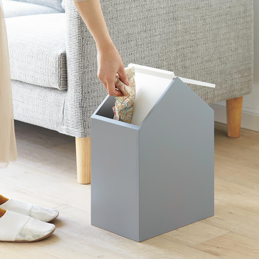 お家のダストボックス スイング式の蓋なので、ごみ捨てスムーズ。中身も目隠しできます。