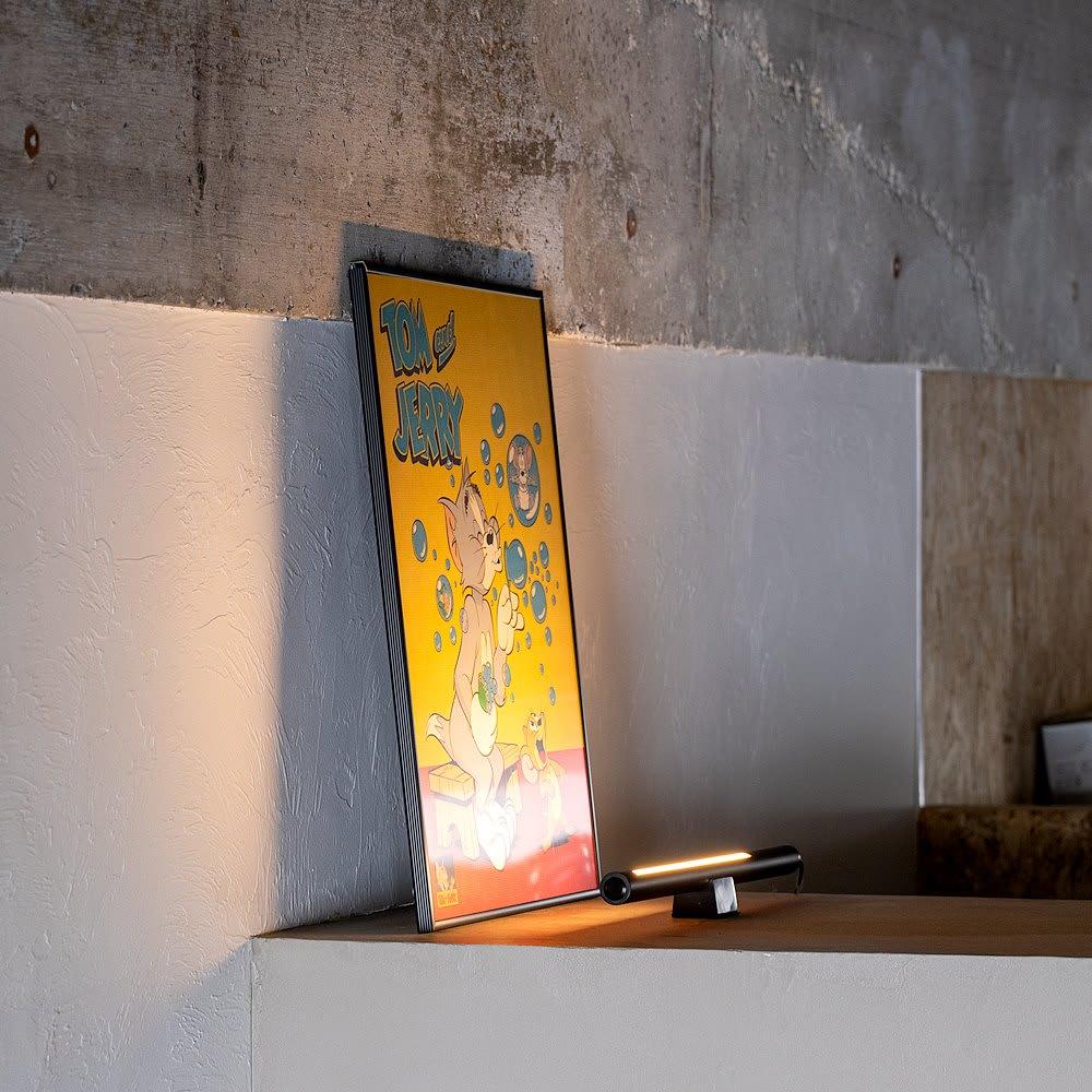 インテリアやPCのライティングに! ショートマンクス LEDバーライト お気に入りのアートフレームやインテリア雑貨などもおしゃれにライティング。