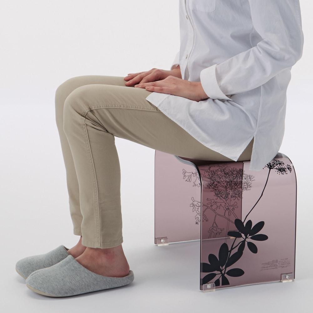 Sarina/サリナ アクリル製バスチェアL コンパクトなMから、立ち座りのラクなLLまで。