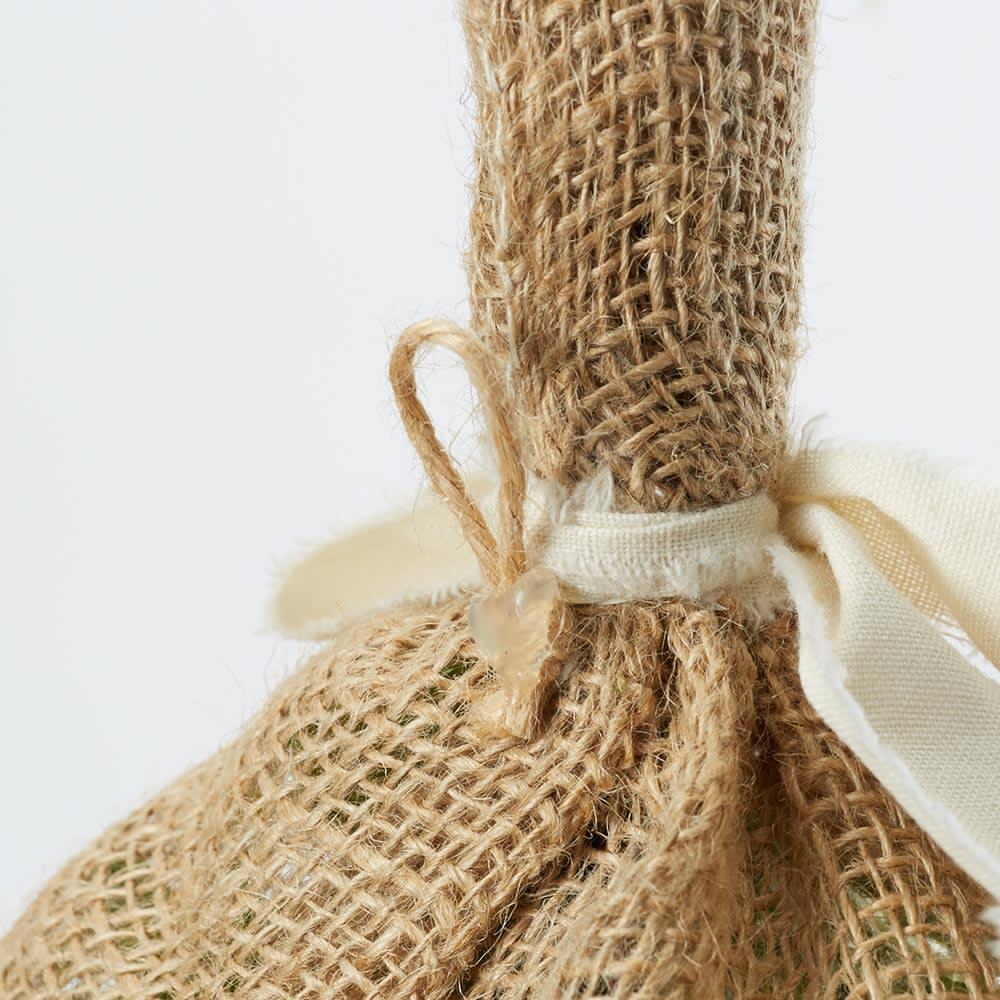 ピンで飾れるミニスワッグ お得な2個セット ブーケは背面にフックがついています。