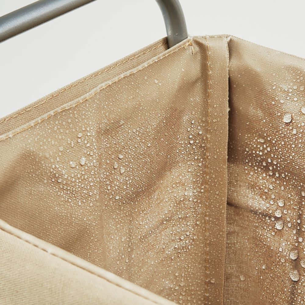 折りたためる キャスター付きランドリーバスケット 単品 内布にはラミネート加工が施されているので、水や汚れに強く安心です。