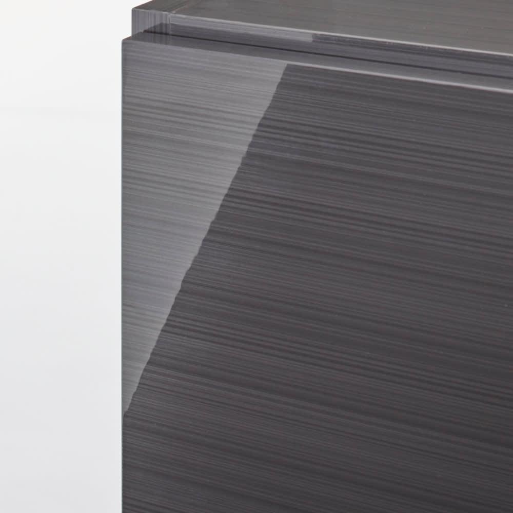 Jerid/ジェリド ハンガーバー付き吊り戸棚 幅59.5cm (ア)は光沢が美しいブラックヘアライン仕上げ