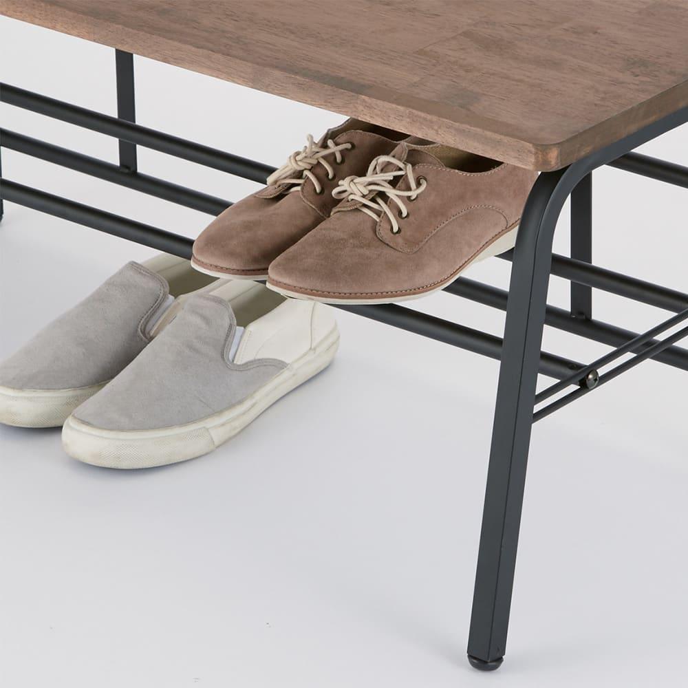 ラバーウッド玄関ベンチ 幅45 下段の棚は脱いだ靴の一時置きに便利。