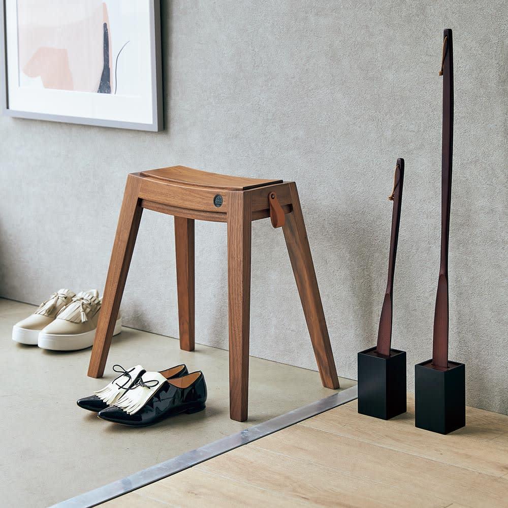 天然木削りだし靴ベラシリーズ ショートタイプ48cm(マグネットタイプ・スタンドタイプ有) コーディネート例