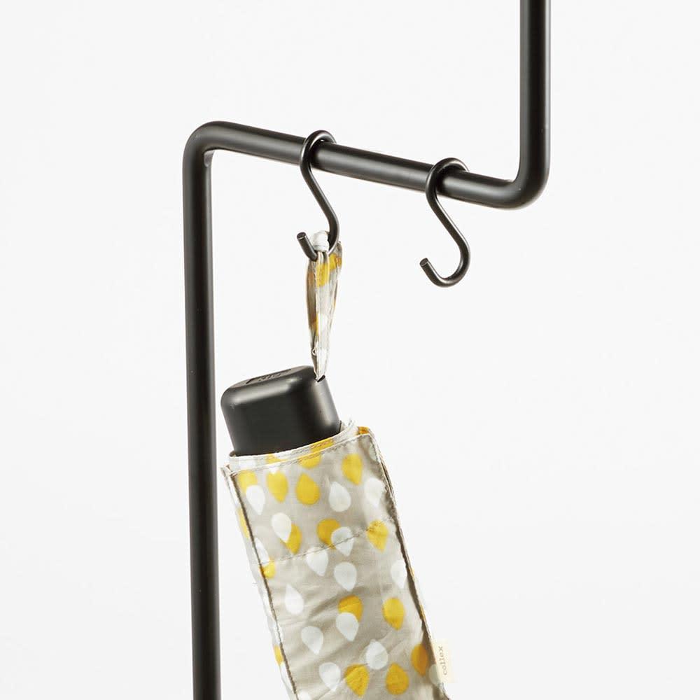DUENDE/デュエンデ マルチスタンド S字フック2個付きで折りたたみ傘の収納にも便利。