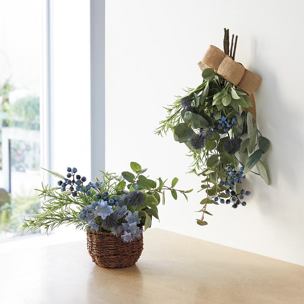 ユーカリとベリーのアレンジ スワッグ ほんのりシャビ―テイストなブルー&グリーンの花合わせが、甘すぎず大人の雰囲気です。(※お届けはスワッグタイプです)