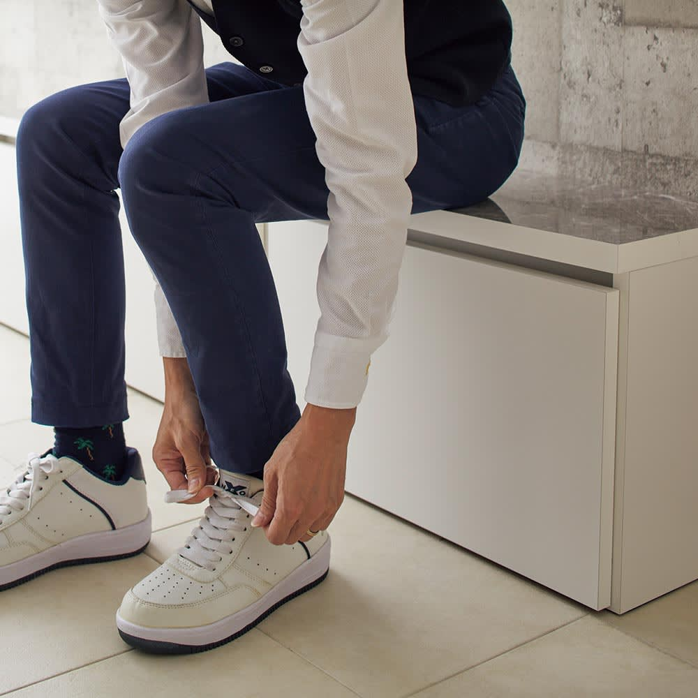 Marmo/マルモ 石目柄天板ベンチ収納 ワゴン2杯・幅117cm高さ40.5cm かがみやすく、靴が履きやすい高さ約40.5cm。一般的な椅子に比べて少しだけ低く設計しています。