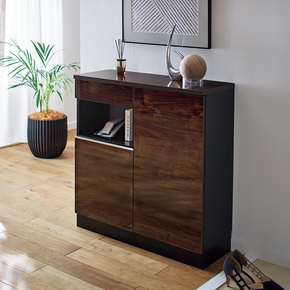 Peili/ペイリ コンパクト収納庫・リビング収納庫 幅79.5cm高さ83cm 光沢のある表面材を贅沢に使用したモダンでラグジュアリーなミニキャビネット。ルーターなどもまとめて収納できて玄関回りもすっきり。