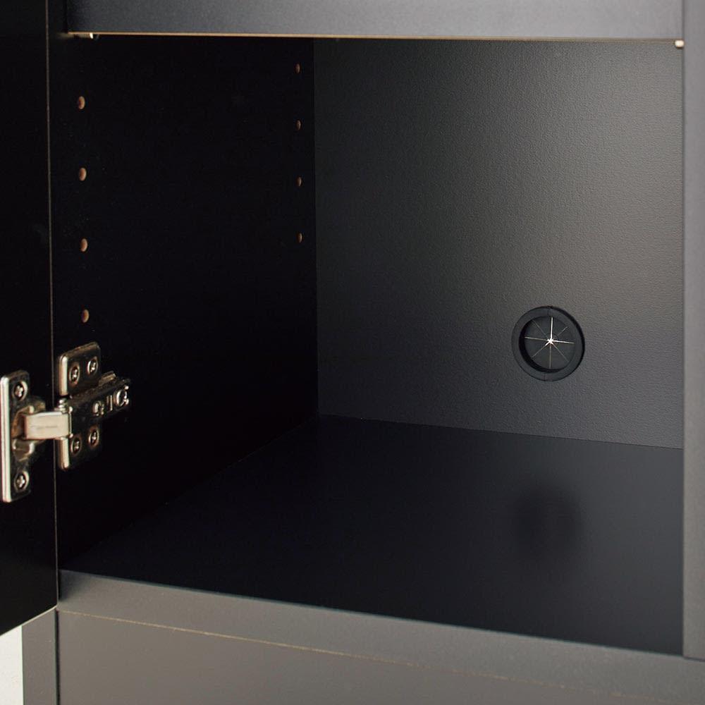 Peili/ペイリ コンパクト収納庫・リビング収納庫 幅79.5cm高さ83cm 扉の中にもコード穴が付いています。隠したいルーターなどの定位置にぴったり。