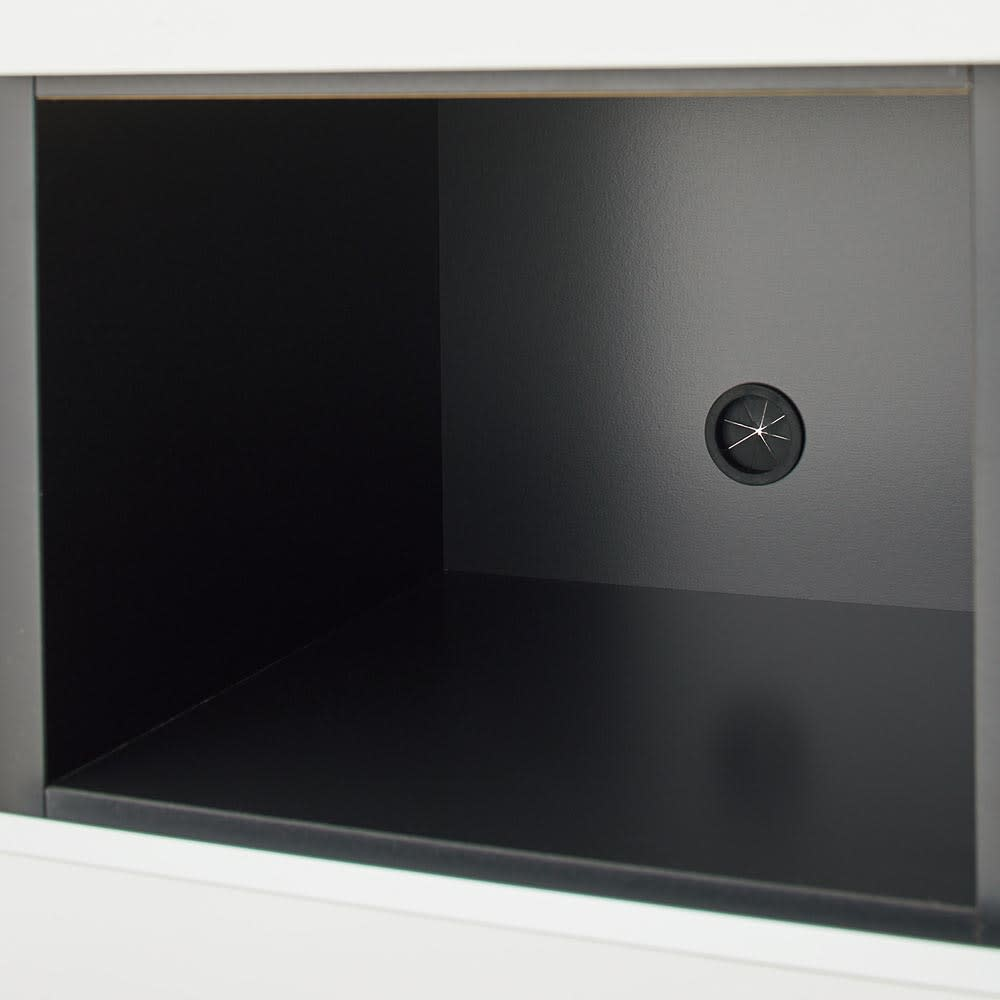 Peili/ペイリ コンパクト収納庫・リビング収納庫 幅79.5cm高さ83cm 正面のオープン部にもコード穴付き。普段は使わない固定電話の親機・子機の設置場所にも便利です。