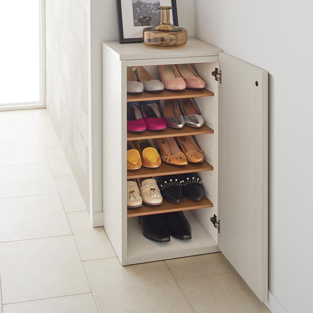Donner/ドンナー スリムシューズボックス・靴箱 幅40cm奥行37cm高さ80cm 小さくても棚板をたくさんつけることで、たっぷりとした収納力を実現。フラットシューズをまとめて収納するのがおすすめです。