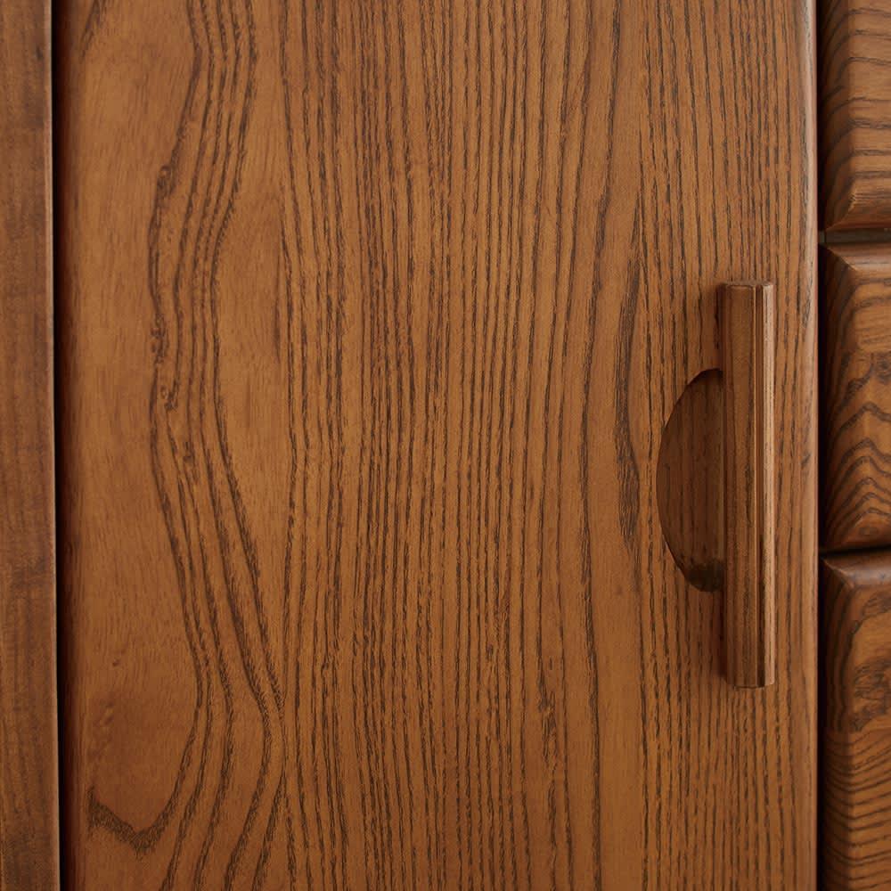 Kasvi/カスビイ コンパクト収納 リビングキャビネット 幅63cm高さ78cm アッシュ材の際立つラフな木目が美しい仕上がり。