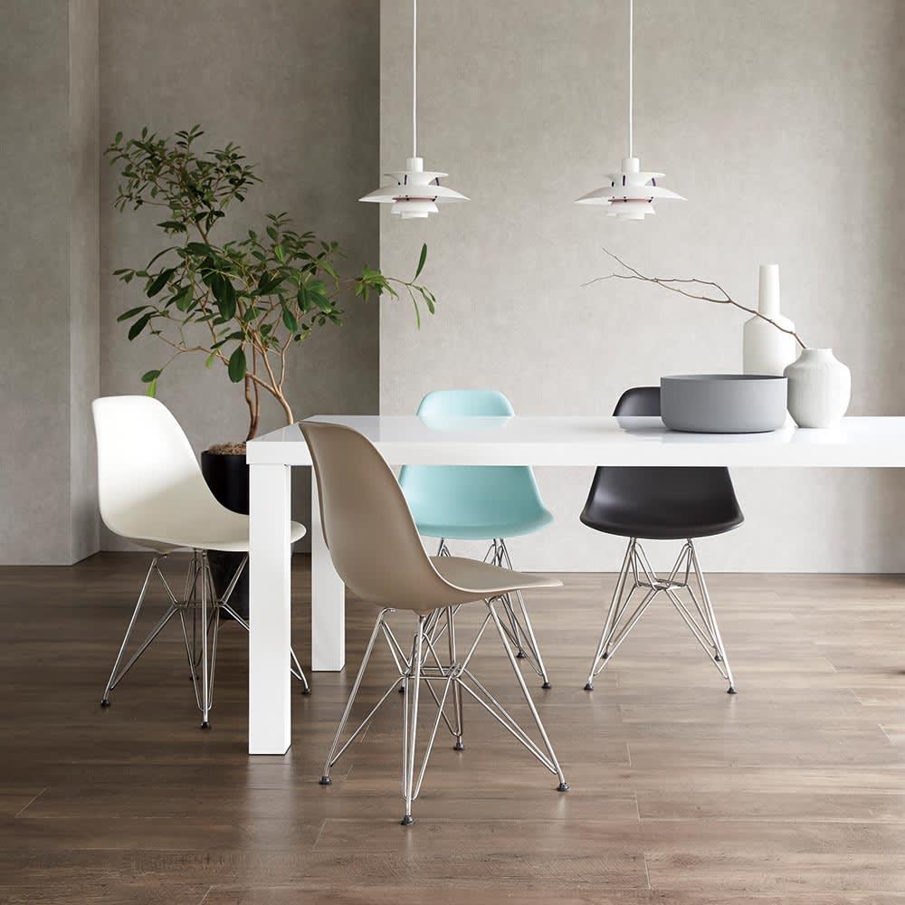 Multi マルチダイニングテーブル ウッドレッグタイプ 幅160cm コーディネート例:ホワイト デザイナーズチェアとルイスポールセンのライトを合わせたコーディネート例