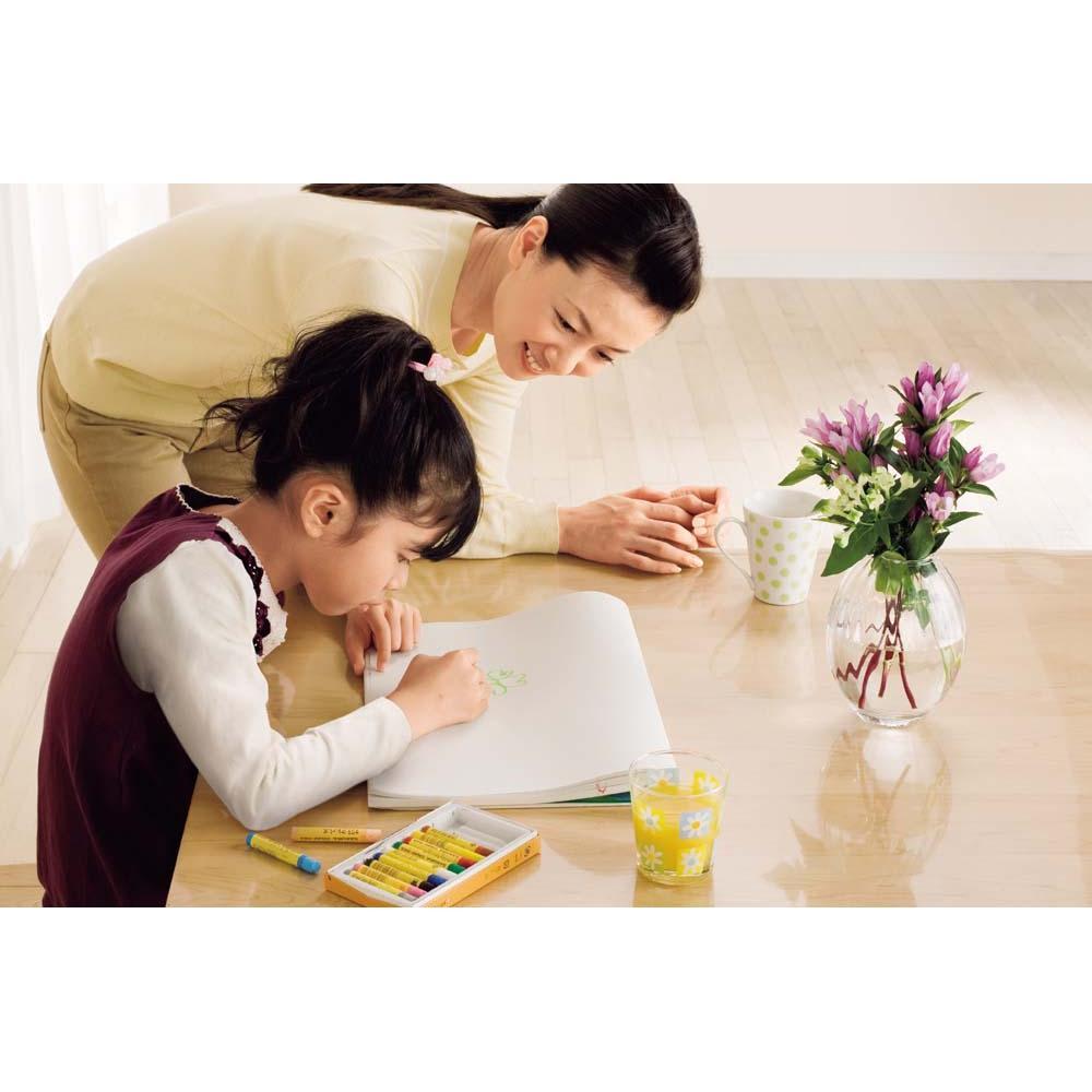 MULTIテーブルに合わせて作ったアキレス高機能透明テーブルマット テーブルや家具をキズや汚れから保護。さらに気持ちの良い手触りに。