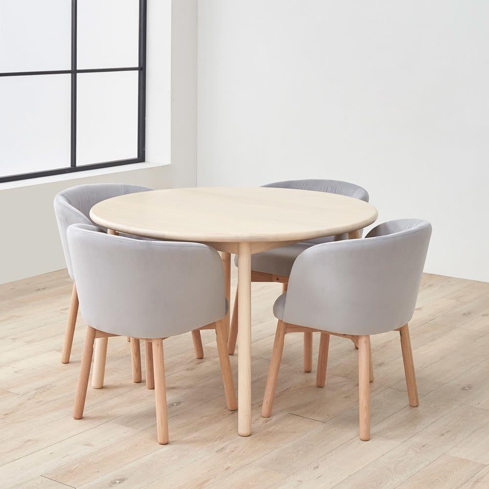 Ridge/リッジ ダイニングセット 天然木丸テーブル5点セット テーブル直径110cm チェアとテーブルを合わせてデザイン。使わないときの椅子をしまっている状態も、美しいシルエットになるようこだわりました。