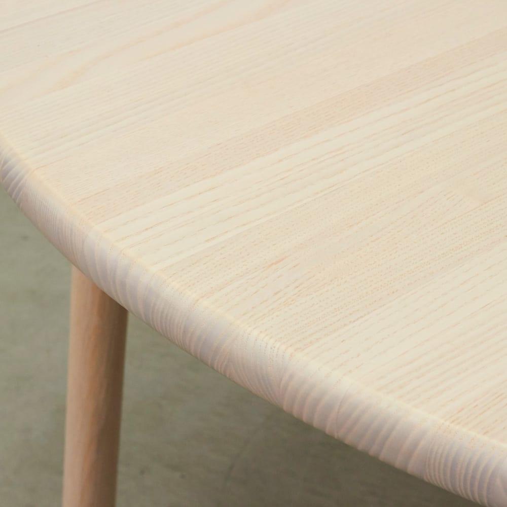 Ridge/リッジ ダイニングセット 天然木丸テーブル5点セット テーブル直径110cm アッシュの優しい木目がナチュラルな空間に。控えめな淡い木目は主張が強すぎないため、食卓の器も映えます。
