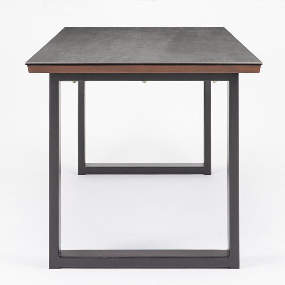 Zwart/ズワルト セラミックダイニングシリーズ テーブル 幅150 横からのフォルムも美しいスクエアレッグ。