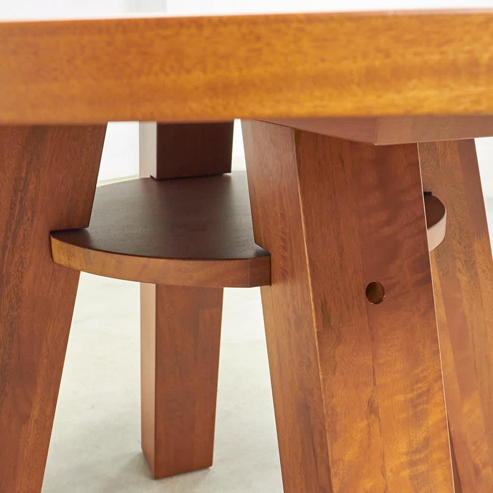 プーロ天然杢ダイニングシリーズ サークルテーブル 天板下にはちょっとしたスペースがあります。