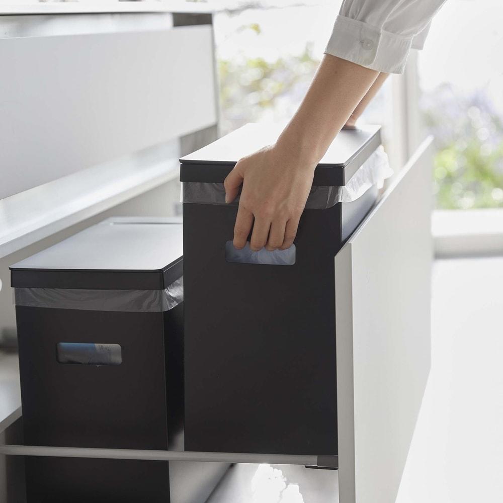 シンク下収納蓋付ゴミ箱 同色2個組 手を掛けられる箇所が前後についています。