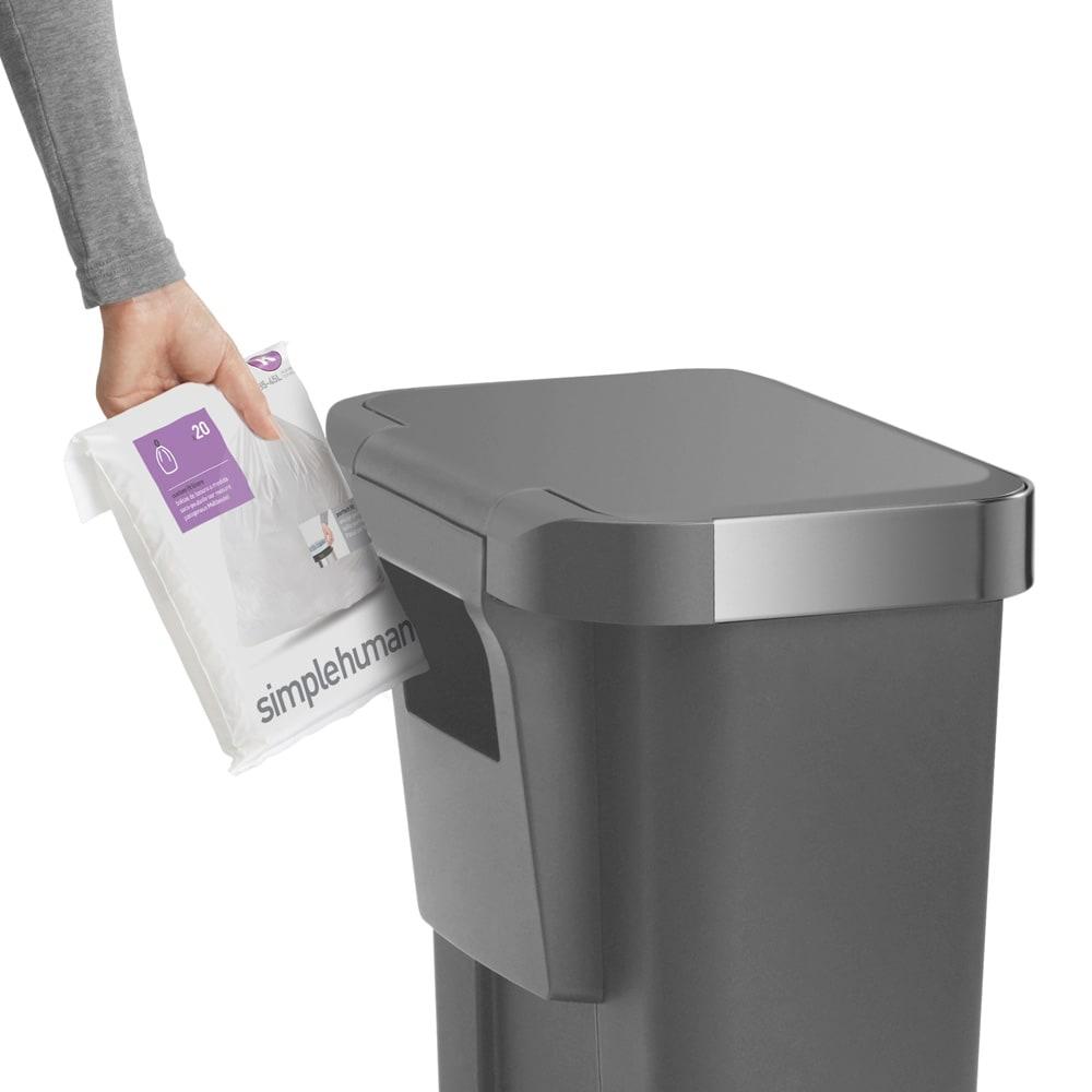 simplehuman/シンプルヒューマン ゴミ袋ホルダー付ペダルペール ゴミ袋ポケットが内蔵。