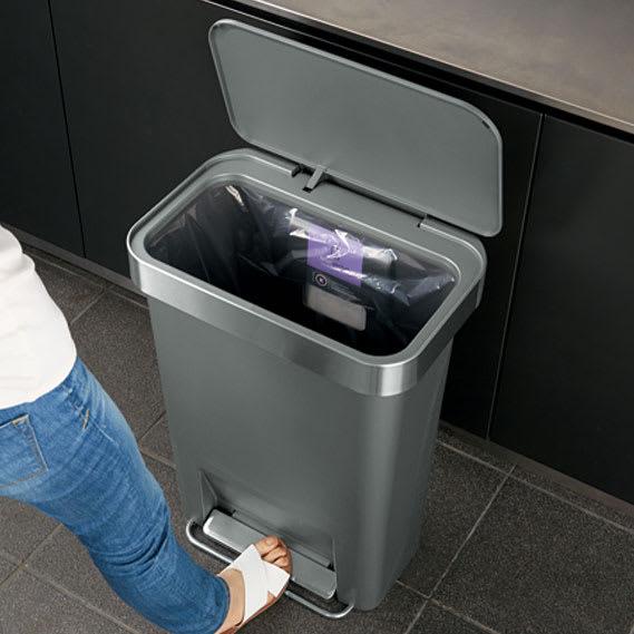 simplehuman/シンプルヒューマン ゴミ袋ホルダー付ペダルペール ペダル式で両手がふさがってもゴミ捨て簡単。