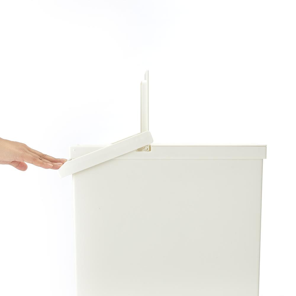 TOSTE/トステ カウンター下ダストボックス 2個組 蓋(小)はバーで開け閉めできるので、手がふさがっていても腕などで開け閉めできます