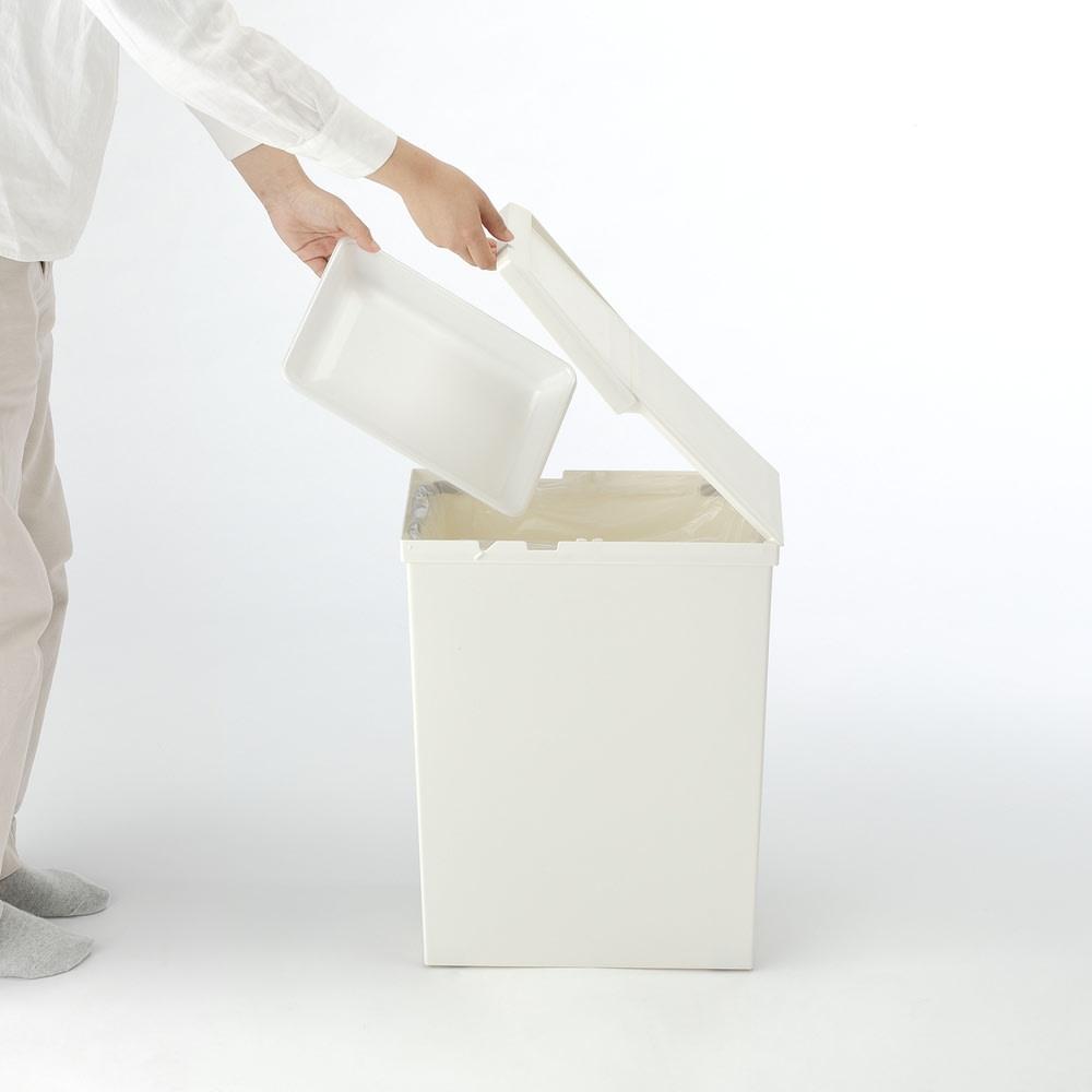 TOSTE/トステ カウンター下ダストボックス 2個組 蓋は大きく開くこともできるので、トレーなどの大きいゴミもOK。