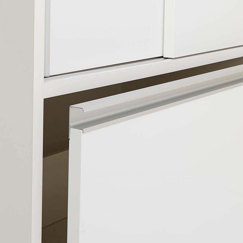 Rerve/レルヴェ 壁面収納引き戸キッチンパントリー 奥行30cm幅50cm高さ180cm ハンドルは横に長くつかみやすい形状がこだわり。アルミ製で上質かつお手入れも簡単。