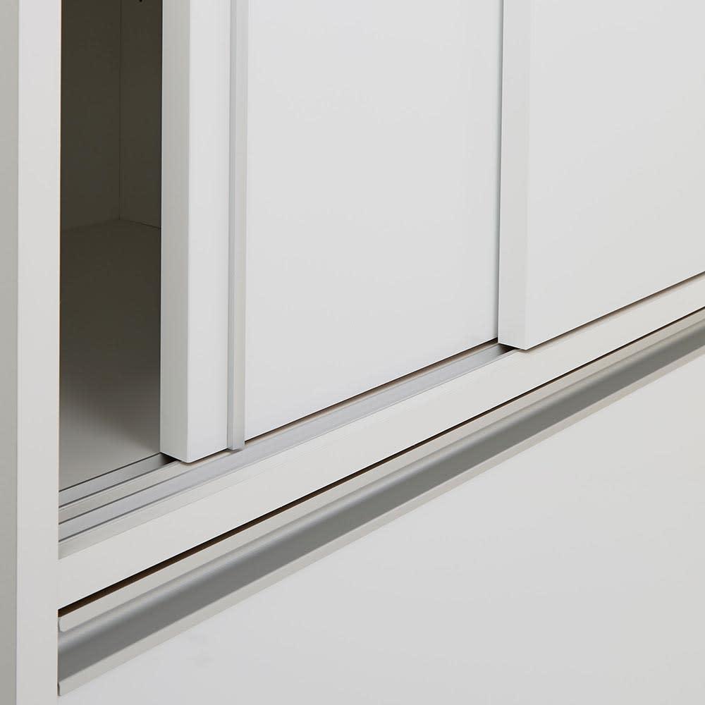 Rerve/レルヴェ 壁面収納引き戸キッチンパントリー 奥行30cm幅50cm高さ180cm 引き戸はレールでしっかりと支え、滑らかに開閉します。