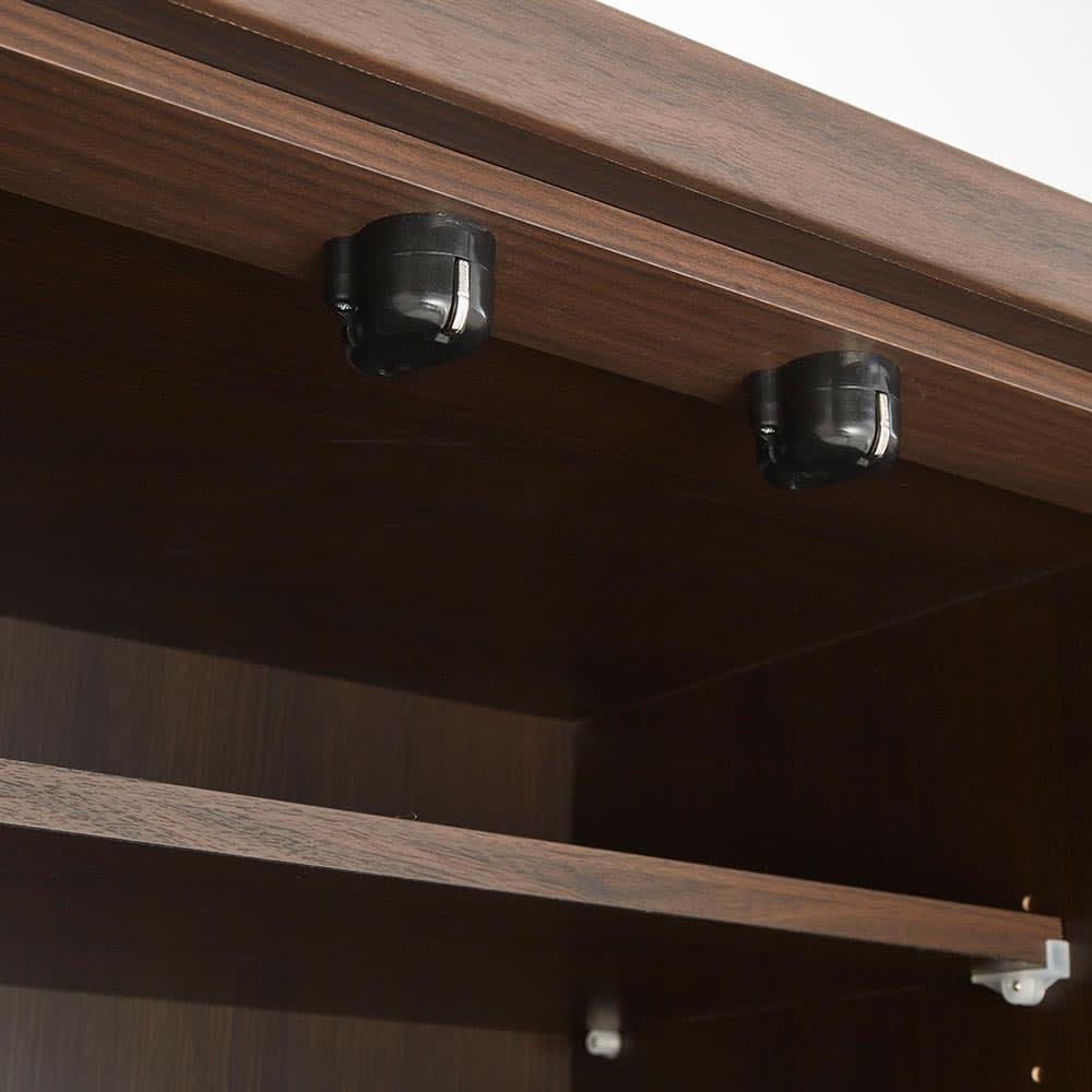 Upea/ウペア 高機能レンジボード家電ラック 幅70cm奥行47.5cm高さ180cm 上部の扉はマグネットラッチ式です。
